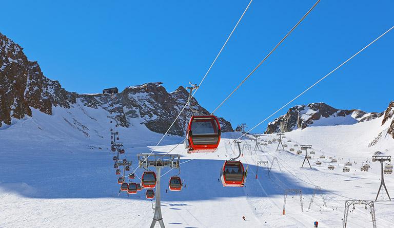 sky-ride-on-snow-mountains-innsbruck-austria
