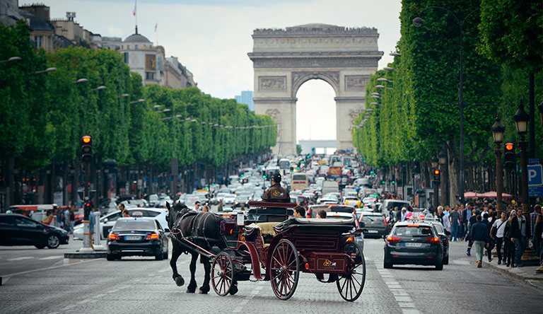 horsecart-at-arc-de-triomphe-paris-france.jpg