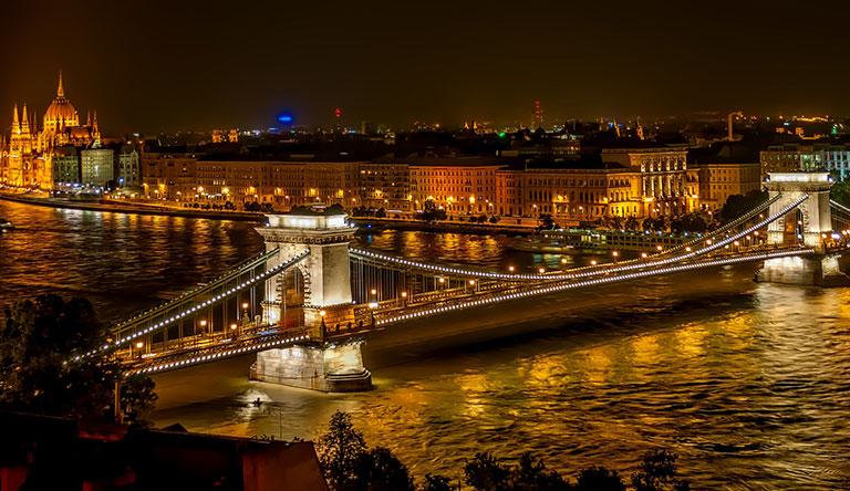 szechenyi-chain-bridge-budapest-hungary.jpg