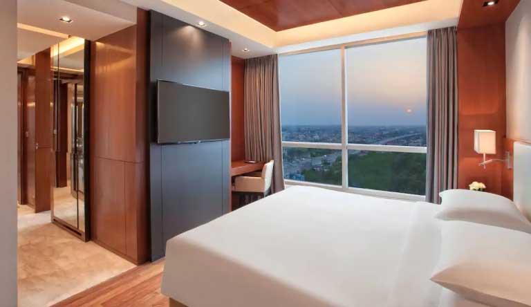 Hyatt-Regency-Amritsar-Regency-Suite-with-1-King-Bed.jpg