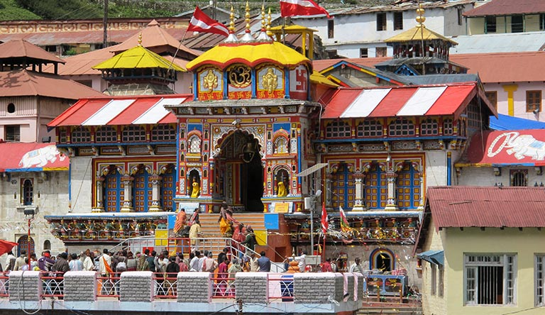 badrinath-temple-view-from-front-uttrakhand-india