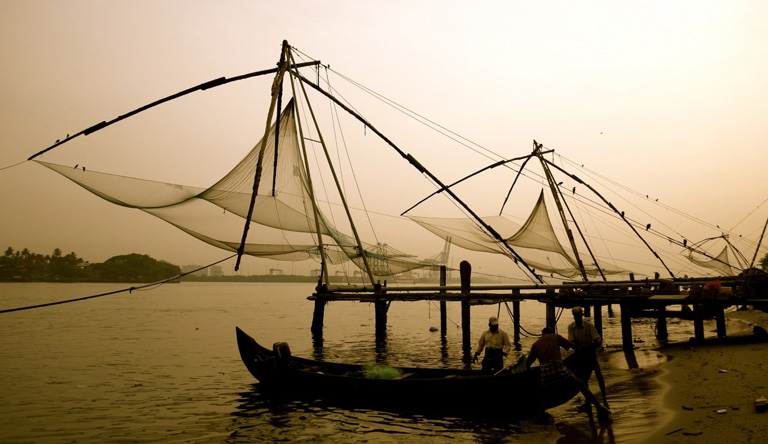 fishing-chinese-fishing-nets-tradition-shore-boats-kochi-kerala-india