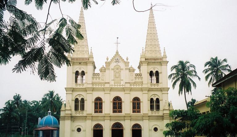 fort-kochi-cathedral-santa-cruz-basilica-kerala-india.jpg