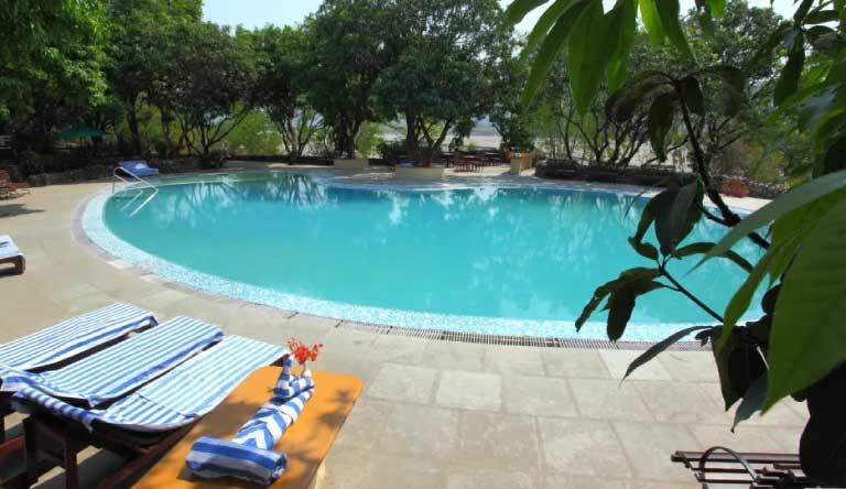 Infinity-Resorts-Corbett-Pool1.jpg