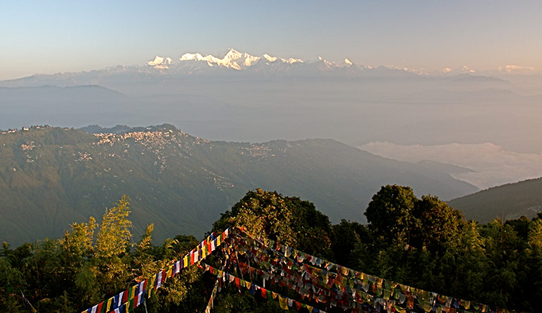 view-of-the-himalayas-from-tiger-hill-darjeeling-india
