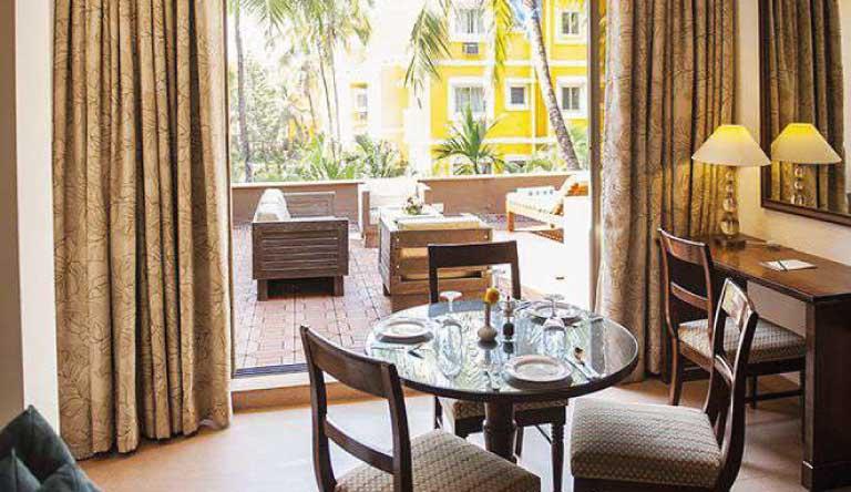 Adamo-The-Bellus-Bellus-Suite-living-with-terrace.jpg