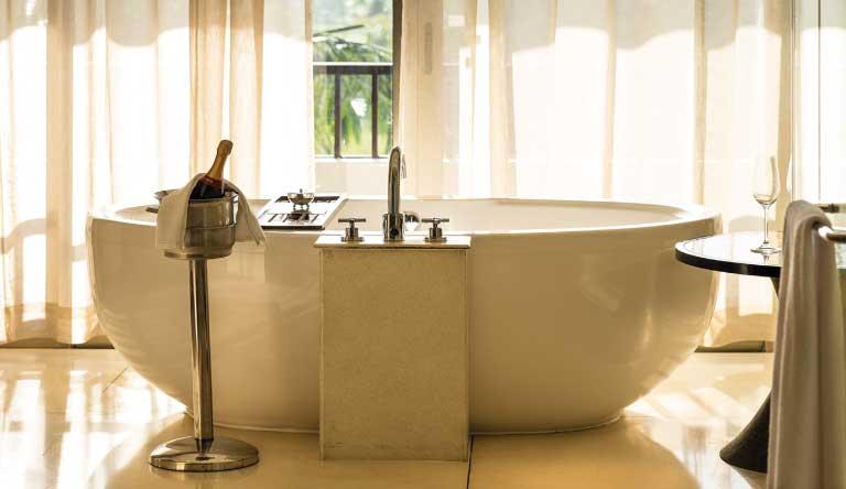 Alila-Diwa-Goa-Alila-Suite-Bathtub.jpg