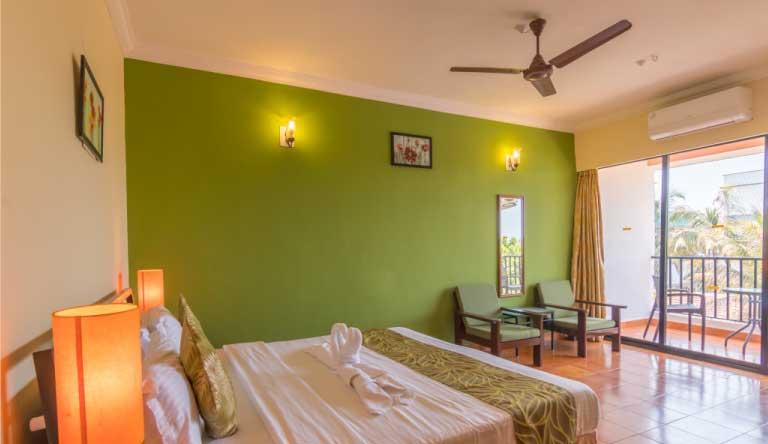 Palmarinha-Resort-and-Suites-DELUXE-ROOM1.jpg