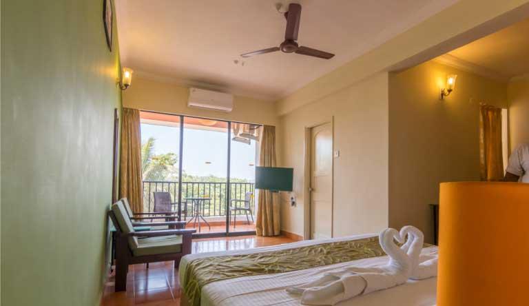 Palmarinha-Resort-and-Suites-DELUXE-ROOM2.jpg