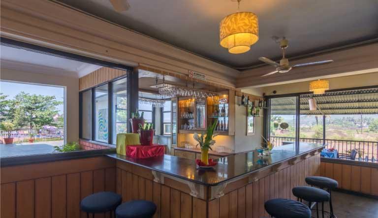 Palmarinha-Resort-and-Suites-Restaurant3.jpg