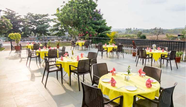 Palmarinha-Resort-and-Suites-restaurant.jpg