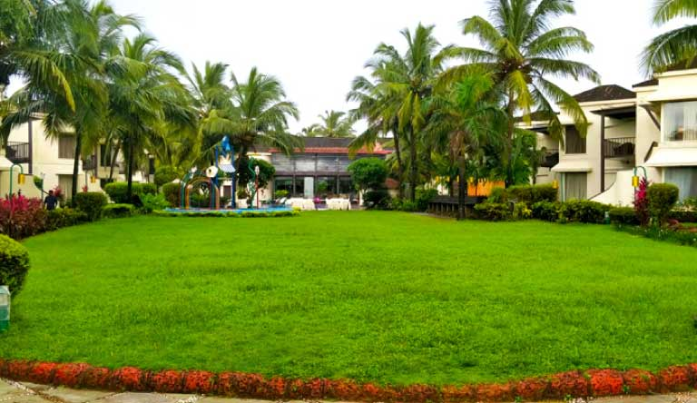 Royal-Orchid-Beach-Resort-and-Spa-BBQ-Lawn.jpg