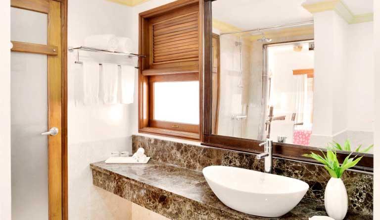 The-Radisson-Blu-Resort-Goa-Washroom.jpg