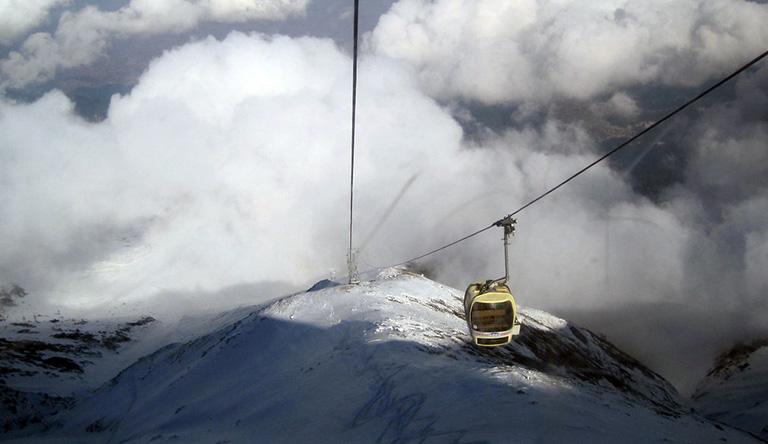 gondola-cabel-ride-gulmarg-kashmir-india.jpg