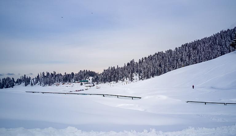 gulmarg-mountain-snow-winter-sky-view-kashmir-india