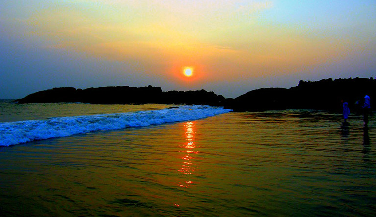 kovalam-beach-sunset-kerala-india