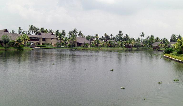 backwaters-kumarakom-kerala-india.jpg