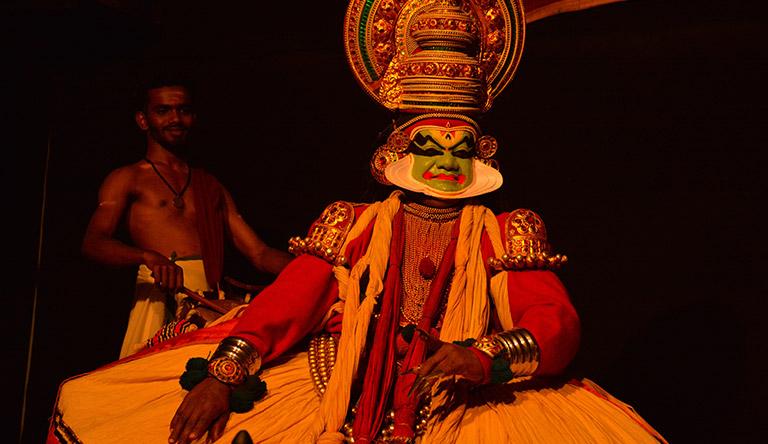 culture-dance-holidays-kumarakom-kerala-india.jpg