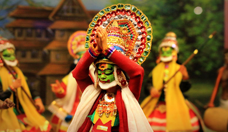 kathakali-performance-kumarakom-kerala-india.jpg