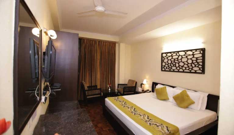 De-Vivendi-Resorts-Manali-Deluxe-Room.jpg