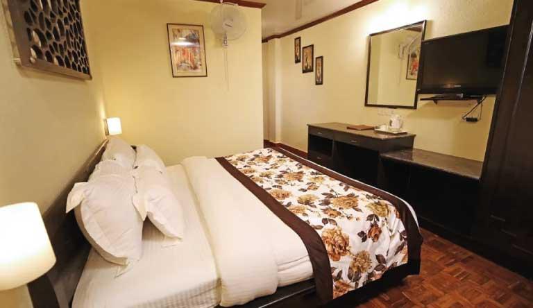 De-Vivendi-Resorts-Manali-Deluxe-Room2.jpg