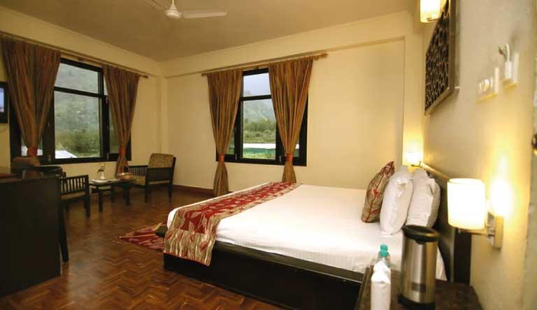 De-Vivendi-Resorts-Manali-Premium-Room2.jpg
