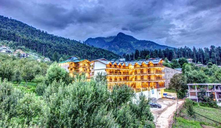 Snow-Peak-Retreat-Manali-Exterior