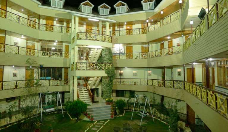 Snow-Valley-Resort-Exterior1.jpg