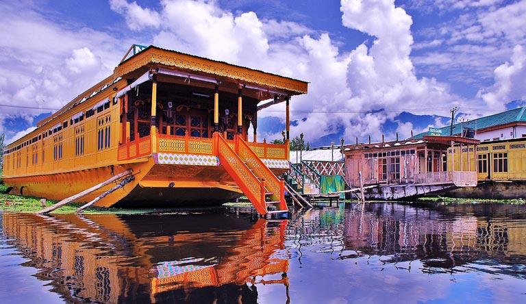 houseboat-dal-lake-srinagar-kashmir-india.jpg