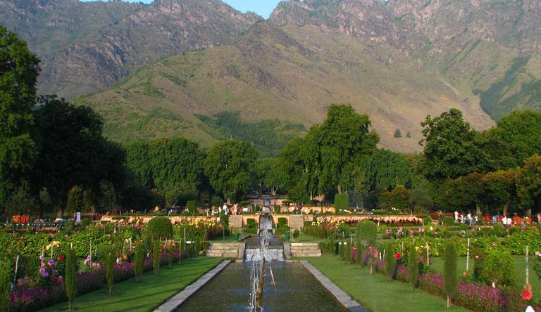 mughal-gardens-nishat-bagh-srinagar-kashmir-india
