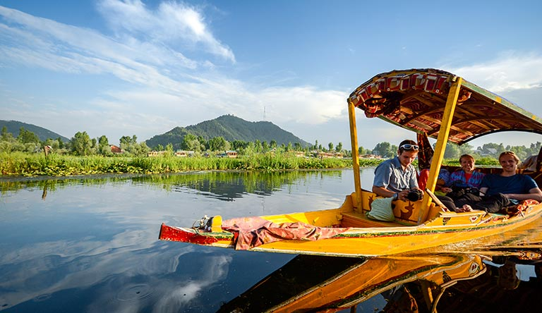 shikara-boat-in-dal-lake-srinagar-kashmir-india