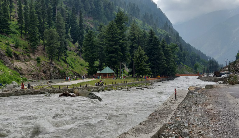 sonmarg-valley-srinagar-kashmir-india
