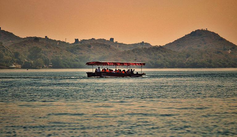fateh-sagar-lake-udaipur-rajasthan-india