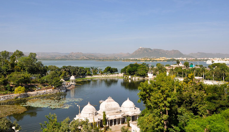 lake-pichola-lake-city-udaipur-rajasthan-india