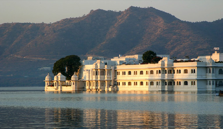lake-pichola-udaipur-rajasthan-india