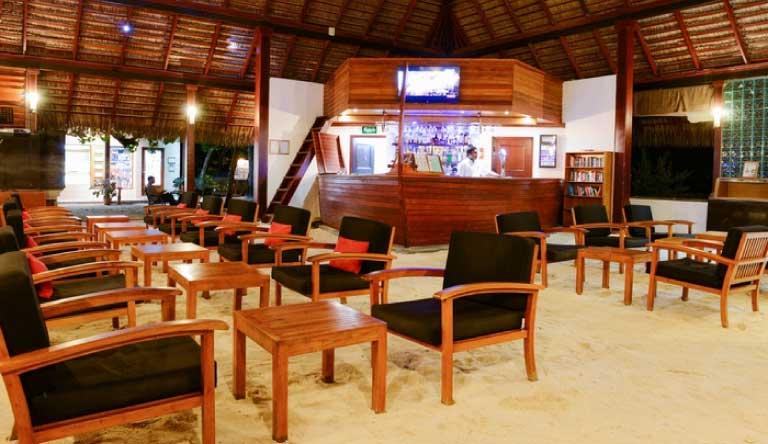 Adaaran-Club-Rannalhi-Bar.jpg