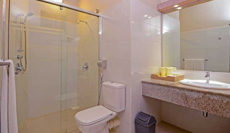 Adaaran-Club-Rannalhi-Standard-Room-Washroom.jpg