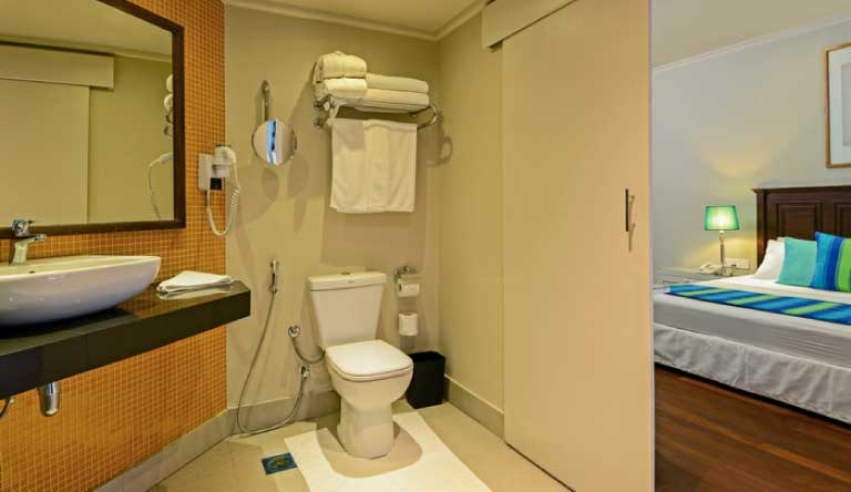Adaaran-Club-Rannalhi-Water-Bungalow-Washroom.jpg