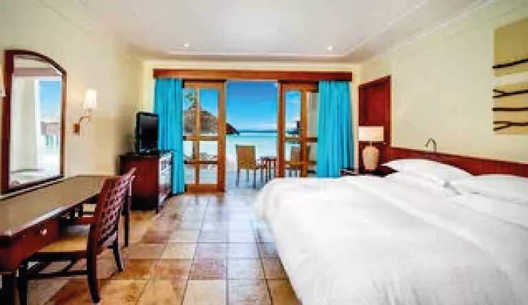 Sheraton-Maldives-Full-Moon-Resort-and-Spa-Deluxe-Room.jpg