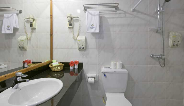Sun-Island-Resort-and-Spa-Standard-Beach-Bungalow-Washroom.jpg