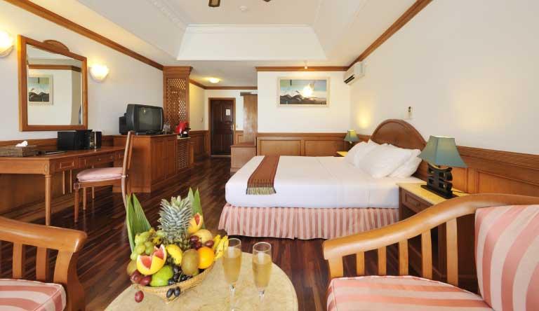 Sun-Island-Resort-and-Spa-Water-Bungalow1.jpg