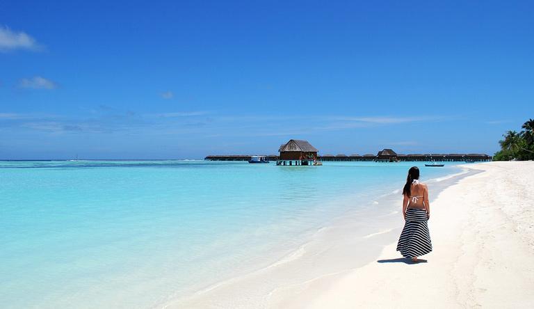 beach-at-girl-male-maldives