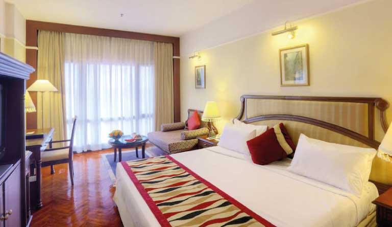Radisson-Hotel-Deluxe-Room