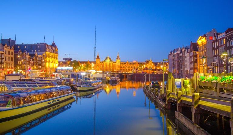 amsterdam-netherlands-at-nights.jpg