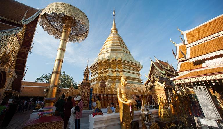 golden-pagoda-of-wat-phra-that-bangkok-thailand
