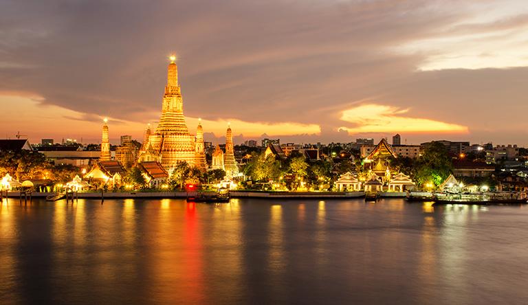 night-view-of-wat-arun-temple-bangkok-thailand