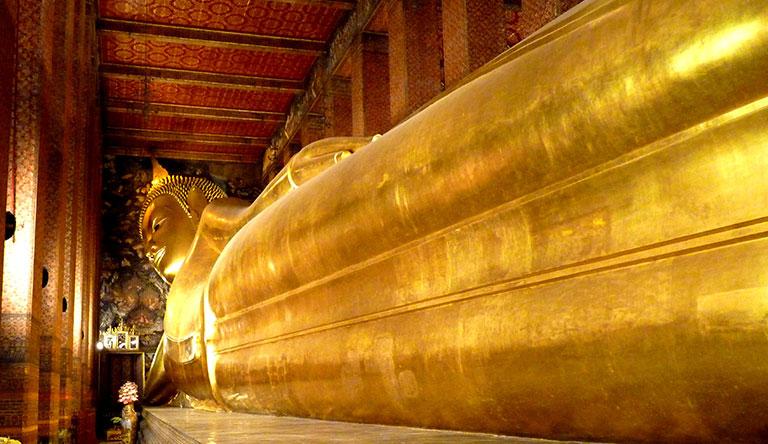 the-reclining-buddha-in-wat-phra-chetuphon-bangkok-thailand