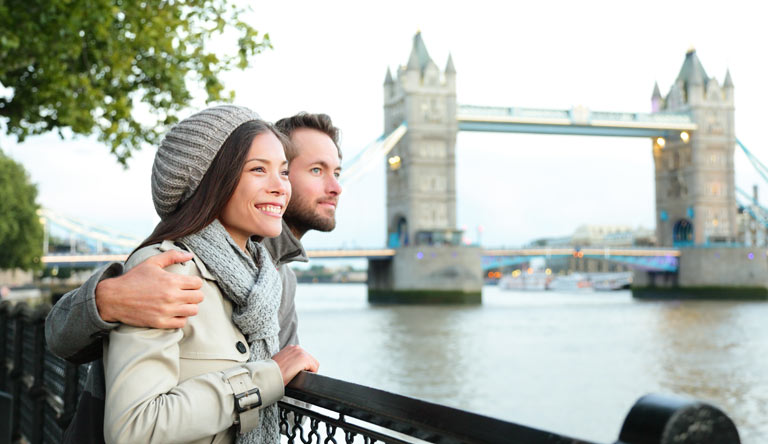 happy-couple-by-tower-bridge-london-england