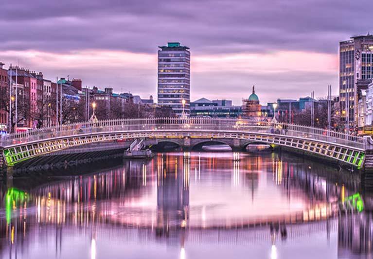 ha penny bridge dublin ireland